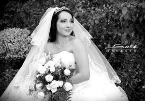 Lic. Claudia Irene  Romo Serda el día de su boda con el Lic. Jorge Alberto López Vie - Studio E. Sosa
