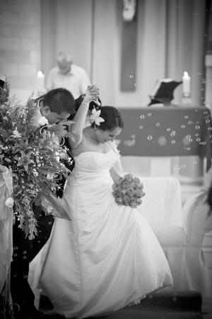 Ing. David Fernando Martínez Molina y C.P. Laura Medrano Lee el día de su matrimonio.-Edson Reséndiz Fotografía