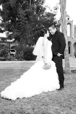 QFB. Diana Isabel Hernández Domínguez y Lic. Carlos Efraín Luján Olguín, el día de su matrimonio.- Aldaba&Diane Fotografía