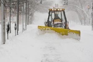 Las carreteras en el nordeste estaban intransitables y el sábado en algunos lugares la nieve cubrió los vehículos.