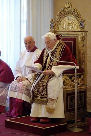 El Papa Benedicto XVI decidió de manera sorpresiva presentar su renuncia al pontificado a partir del próximo 28 de febrero, durante un Consistorio Ordinario que celebró ante cardenales de la Curia Romana.