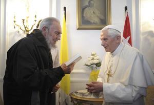 Después de México, el Papa Benedicto XVI visitó Cuba donde se reunió con Fidel Castro, en La Habana.
