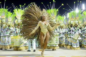 Además de esperar el veredicto, las escuelas comienzan a pensar ya en el carnaval del próximo año y algunas ya han manifestado la posibilidad de presentar desfiles en homenaje al fútbol, el deporte rey de Brasil precisamente en el año en que el país organizará el Mundial.