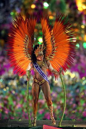 Las doce escuelas de samba del llamado Grupo Especial del Carnaval de Río de Janeiro, congregaron a cerca de 160,000 personas al sambódromo en los desfiles.