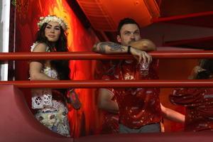 La actriz Megan Fox y su esposo Brian Austin Green fueron algunas de las celebridades que asistieron al carnaval.
