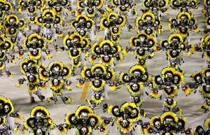 Los desfiles llenaron de color el el sambódromo de Río de Janeiro.