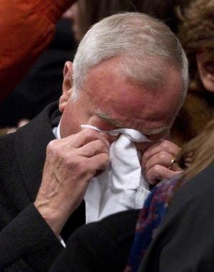 El expolítico y periodista italiano Gianni Letta lució emocionado al concluir la misa donde los presentes rompieron en un largo aplauso que se prolongó durante varios minutos.