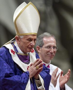 """Benedicto XVI se refirió a su decisión de renunciar y pidió por la Iglesia, """"en este particular momento"""", y que le tengan presente en sus rezos."""