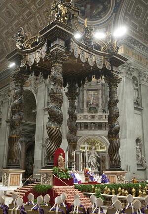 """El papa Ratzinger agregó en ese encuentro público que es """"consciente"""" de la """"importancia"""" del hecho, pero también consciente de """"no ser capaz de llevar a cabo el ministerio petrino (de Pedro) con la fuerza física y el espíritu que lo requiere""""."""