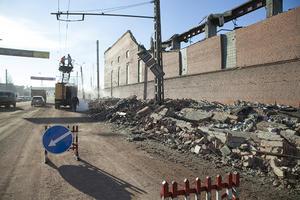 Trabajadores tuvieron que reparar daños causados a la energía electrica. (AP)