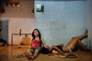 """Imagen tomada el 22 de junio de 2012 en Da Nang (Vietnam) por la fotógrafa vietnamita Maika Elan para Moss de """"La opción rosa"""" que ha ganado el primer premio en la categoría de """"Historias de Temas Contemporáneos""""."""