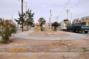 Faltan áreas verdes. Son pocas las plazas que existen en la colonia y las que hay carecen de árboles y césped; además de que los juegos están en pésimas condiciones.