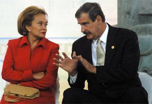 Con gobiernos del Partido Acción Nacional (PAN) se fortaleció al grado de hacer a su yerno subsecretario de Educación Básica de la SEP y luego, a Reyes Tamez —quien fuera secretario de Educación del presidente Vicente Fox— lo hizo diputado federal de Nueva Alianza.