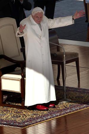 """""""Amar a la Iglesia significa también tener el valor de tomar decisiones difíciles y dolorosas, anteponiendo siempre el bien de la Iglesia, no el de uno mismo"""", expresó el Papa ante un estruendoso aplauso."""