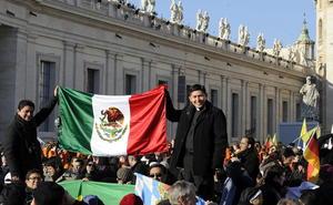 Fieles mexicanos estuvieron presentes en la última audiencia pública de Benedicto XVI.
