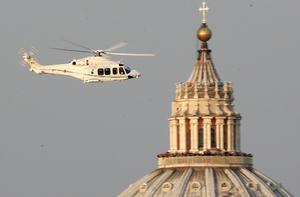 Ratzinger viajó en helicóptero desde el Vaticano hasta Castel Gandolfo.