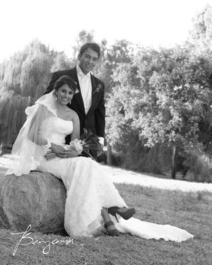 L.N.G.  Sandra Nava Ochoa y L.G. Alfredo Dávila Tapia, el día de su boda.- Benjamín Fotografía
