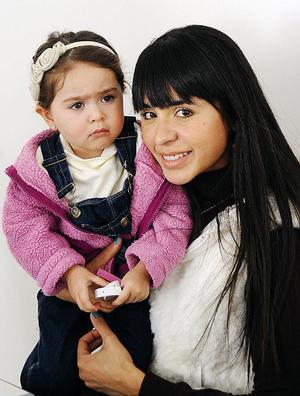 Amanda Torres Carlos y Brenda Basurto.
