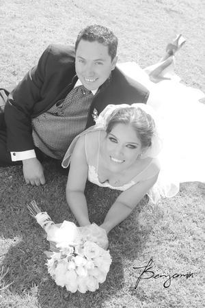 Sr. José  Daniel Valdez García y Adriana Guadalupe Hernández Ávalos el día de su boda.- Benjamín Fotografía