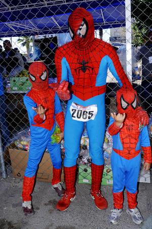 ESTEBAN , Gerardo y Alesander Silva, representaron al Hombre Araña.