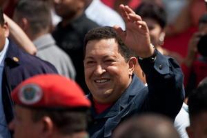 Enfermo y haciendo un esfuerzo denodado enfrentó las últimas elecciones presidenciales en octubre de 2012. Venció y de inmediato comenzó a ordenar la transición en la figura de su canciller Nicolás Maduro, a quien nombró vicepresidente.