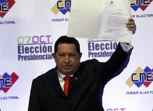 """Chávez gobernó con un vértigo irrefrenable y siempre montado sobre la necesidad de rivalizar y de la fuente inagotable de fondos que brindan las reservas petroleras. Ya sea contra """"la derecha"""" o """"el imperio"""", como solía calificar a todo lo que no fueran chavistas, o contra aquellos que solían poner reparos a sus deseos."""
