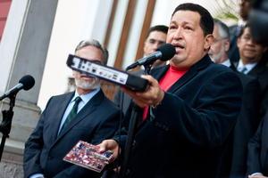 Chávez surgió como líder a fines del siglo XX, cuando muchos hablaban del final de la historia. Trascendió las fronteras con un modelo de fuerte corte populista, en el que más que transformaciones sociales supo construir más y más poder.