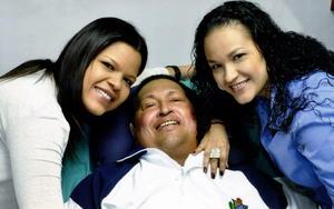 En la segunda semana de febrero se mostró esta fotografía que hoy es histórica, pues se trata de la última que se conoció del mandatario y en la que aparece con sus dos hijas.