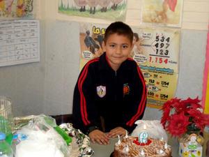 Axel Hernández Carlos festejando su cumpleaños en el colegio.