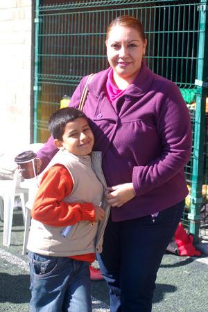 Omar  Guerrero y Lucy.