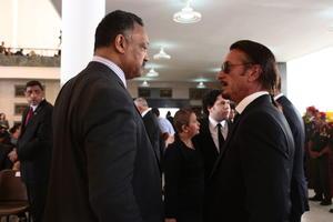 El actor estadounidense Sean Penn también asistió al funeral de Estado del presidente de Venezuela.