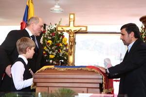 El presidente de Irán, Mahmud Ahmadineyad  y de Bielorrusia, Alexander Lukashenko acudieron a dar el último adiós a Hugo Chávez.