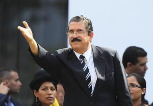 El expresidente de Honduras, asistió al funeral de Estado del presidente venezolano, Hugo Chávez.