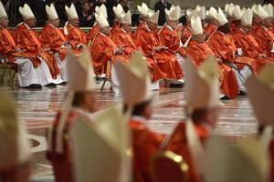 """A lo largo de su homilía Sodano agradeció por el """"luminoso pontificado"""" del 265 sucesor de Pedro, """"el amado y venerado pontífice Benedicto XVI, al cual en este momento renovamos toda nuestra gratitud""""."""