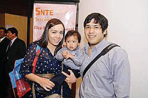 Érika y Rodolfo Javier con su hijo Érick Javier.