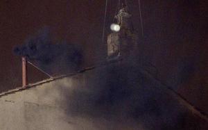 Aunque era de noche y en el anterior cónclave de 2005 hubo algunas dudas sobre el color de las fumatas, en esta ocasión el humo fue muy denso y evidentemente negro, no dejando espacio a equívocos gracias a los nuevos elementos químicos introducidos en la quema de papeletas.