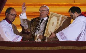 El nuevo pontífice, jesuita de 76 años, es el 266 Papa de la Iglesia Católica y el primero de América Latina.