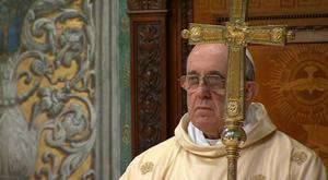 Poco después de las 17:00 horas locales (16:00 GMT), Jorge Mario Bergoglio ingresó hasta el mismo templo donde el miércoles fue electo líder católico.