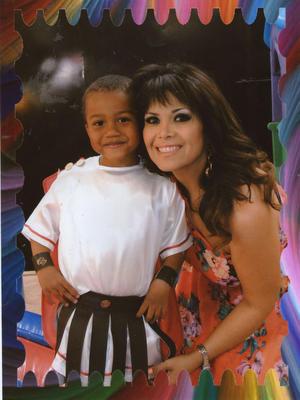 Gary Pepe Luis en su cumpleaños número cinco, con su mami Rossy en su fiesta romana.