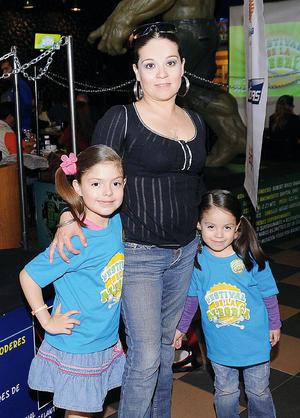 Fernanda, Mayela y Mónica.