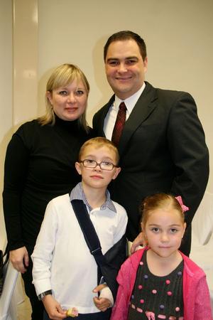 Verónica, Jorge, Santiago y Josefina.