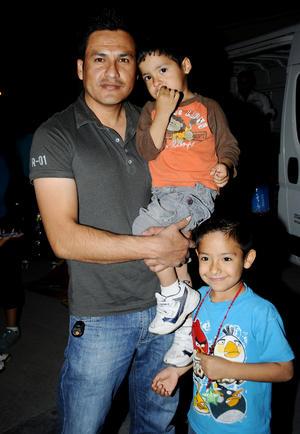 Víctor,  Asael y Alex Fraire.