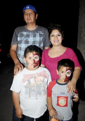 José  Ramiro, Liliana, Gael y Rafael.