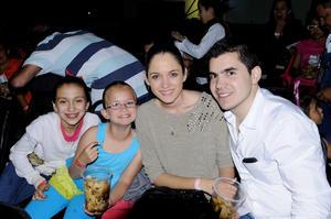 Lucía,  Úrsula, Ana Tere y Bernardo.
