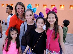 Maribel,  Mariana, Camila, Ana Cris y Barbie.