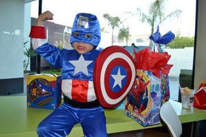 FERNANDO ALEJANDRO  Torres Landeros lució como el Capitán América al cumplir cuatro años de edad.