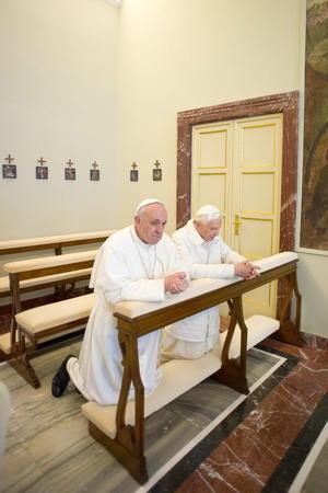 Una vez en la residencia se dirigieron a la capilla para rezar.
