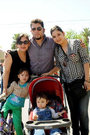 Laura, Gabriel, Nathalia, Renata y Regina.