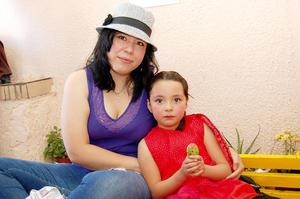 MILET  y Angélica.