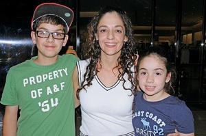 Fran, Cecy y Anya.